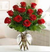 Vazo içerisinde 12 kırmızı gül  Ordu çiçek gönderme