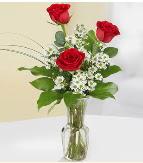 Vazo içerisinde 3 adet kırmızı gül  Ordu çiçek gönderme