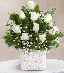 9 beyaz gül vazosu  Ordu çiçek gönderme