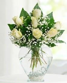 Cam içerisinde 7 adet beyaz gül  Ordu online çiçek gönderme sipariş
