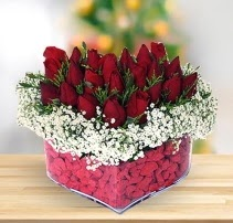 15 kırmızı gülden kalp mika çiçeği  Ordu çiçek gönderme