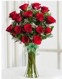Cam vazo içerisinde 11 kırmızı gül vazosu  Ordu uluslararası çiçek gönderme