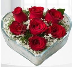 Kalp içerisinde 7 adet kırmızı gül  Ordu hediye sevgilime hediye çiçek