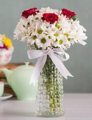 Papatya Ve Güllerin Uyumu camda  Ordu çiçek yolla , çiçek gönder , çiçekçi