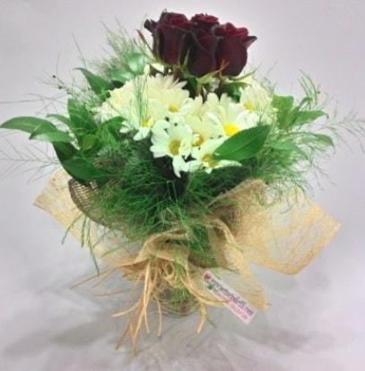 5 adet kırmızı gül ve kırızantem buketi  Ordu çiçek siparişi vermek