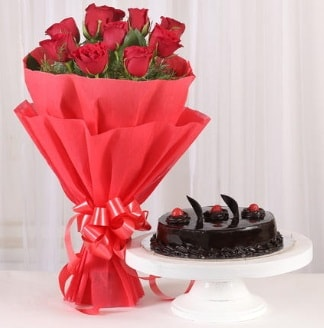 10 Adet kırmızı gül ve 4 kişilik yaş pasta  Ordu çiçekçi mağazası