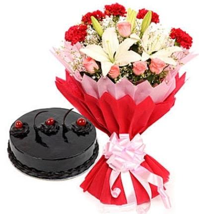 Karışık mevsim buketi ve 4 kişilik yaş pasta  Ordu ucuz çiçek gönder